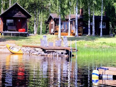 House next to lake in Dalarna.